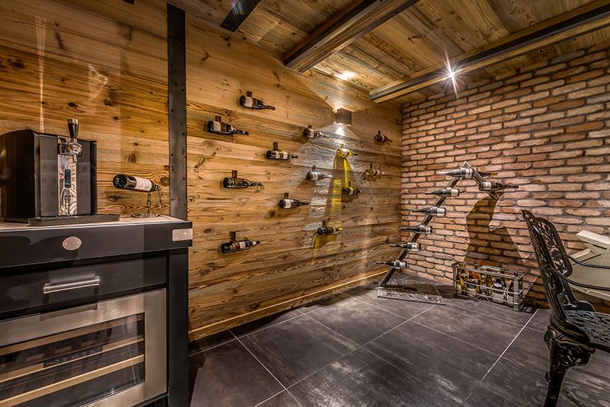 Chalet Banksy Tribute – Cave à Vins