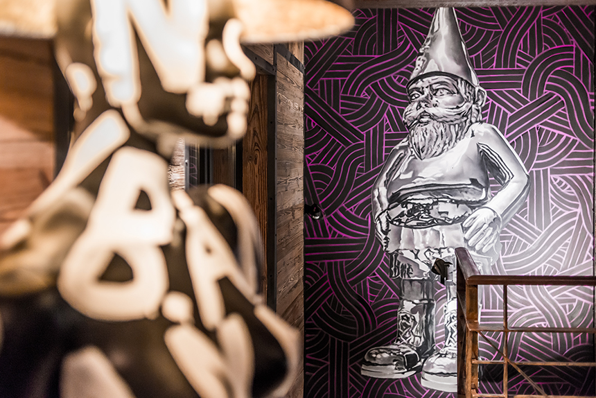 Chalet Banksy Tribute – Salon