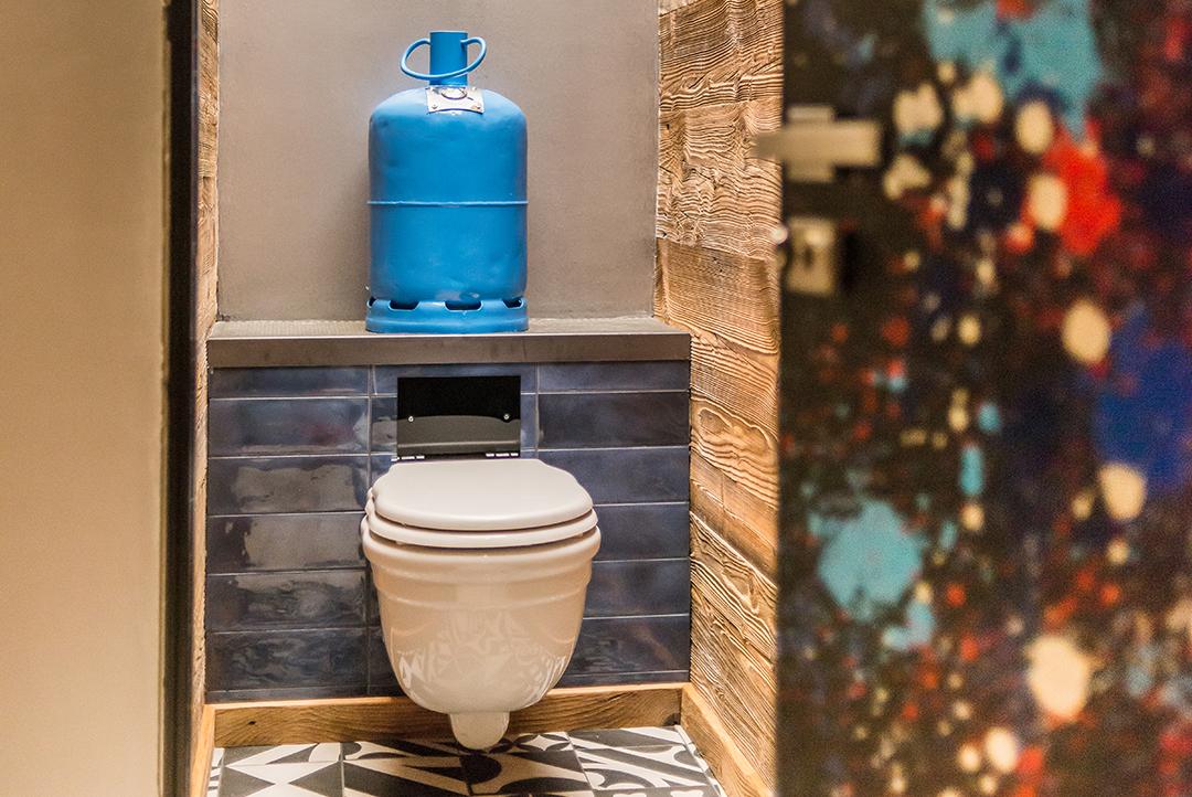 Chalet Banksy Tribute – Toilettes Bristol
