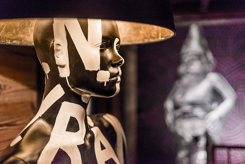 Chalet Banksy Tribute – Salon