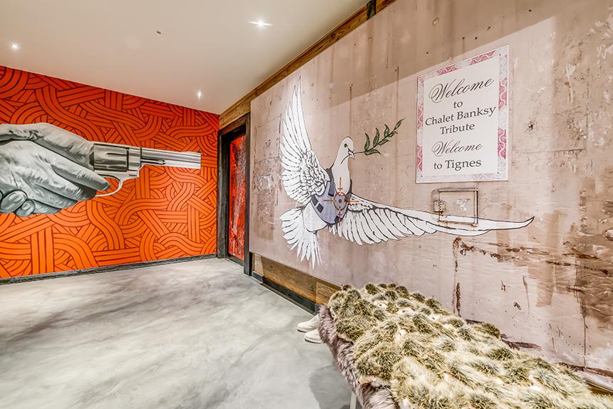 Chalet Banksy Tribute – Entrée